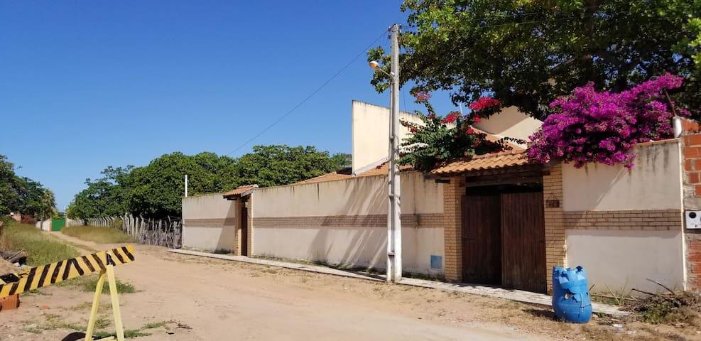 Casa do Fortim a 500m do Rio Jaguaribe (barra).