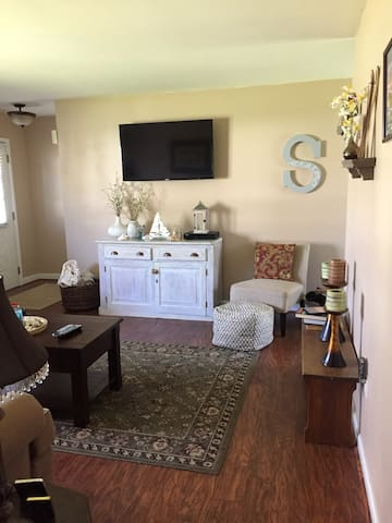 Lovely 2BD minutes from Downtown - Saratoga Springs - Casa