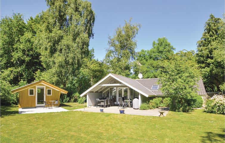 Holiday cottage with 3 bedrooms on 66m² in Faxe Ladeplads
