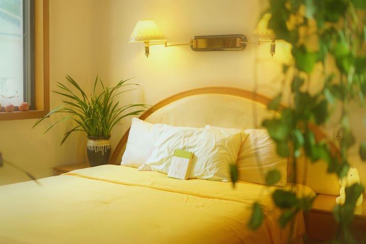 卧室:温和 柔软 舒适 简单 是内心的港湾 令你元气满满