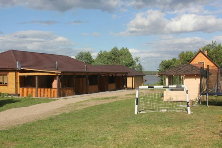 Дом на берегу водохранилища