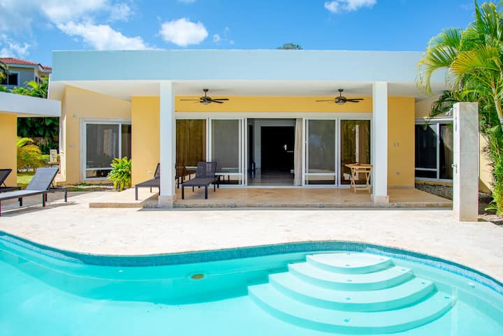"""modern 2 Br villa, close to the beach with pool"""