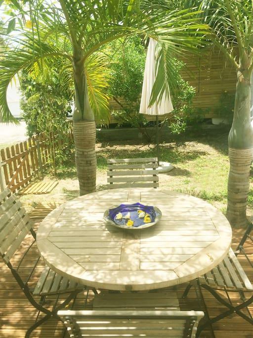 La cabane du p cheur bungalows louer saint gilles - Table jardin sans entretien saint paul ...