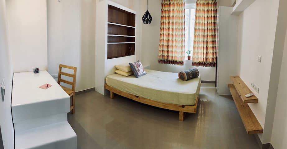 Super Modern Spacious Loft w/ all amenities