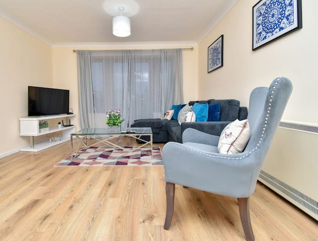 ❤️Beautifully Presented Apartment. MK City Centre.