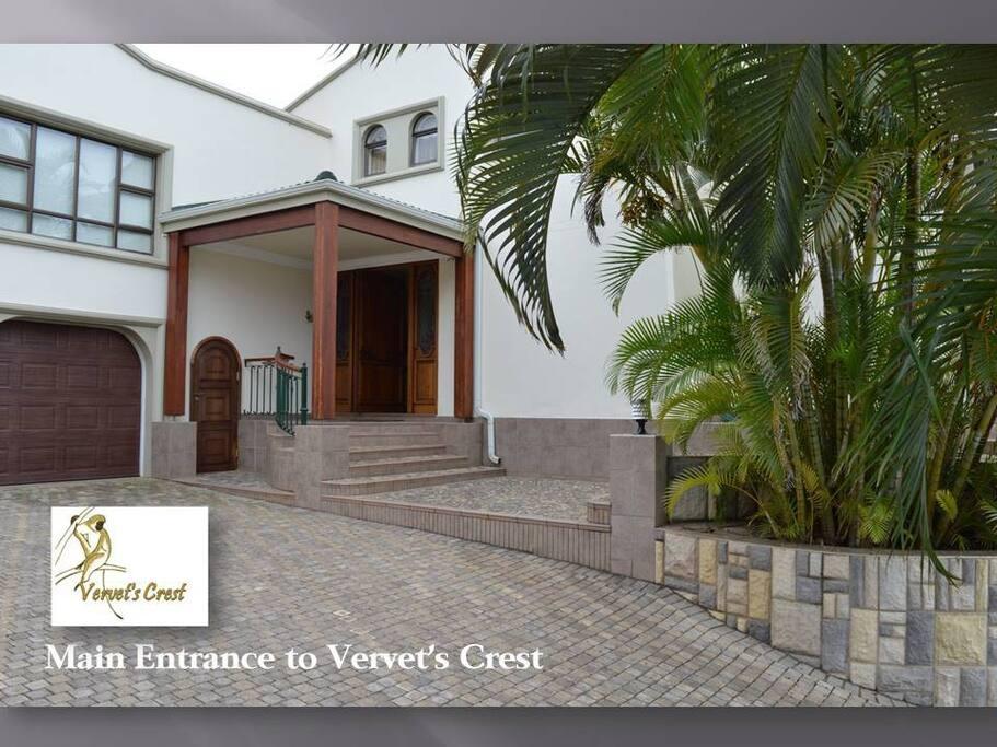Main Entrance to Vervet's Crest