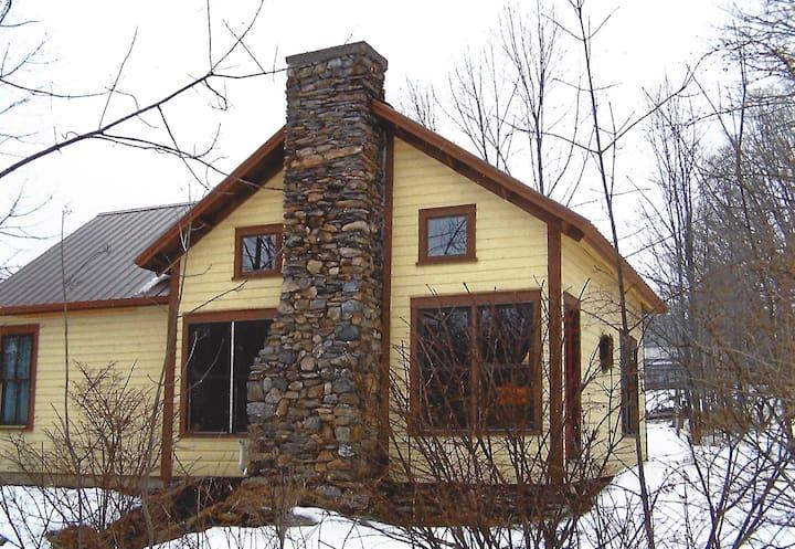 Quaint cottage near 4 ski resorts