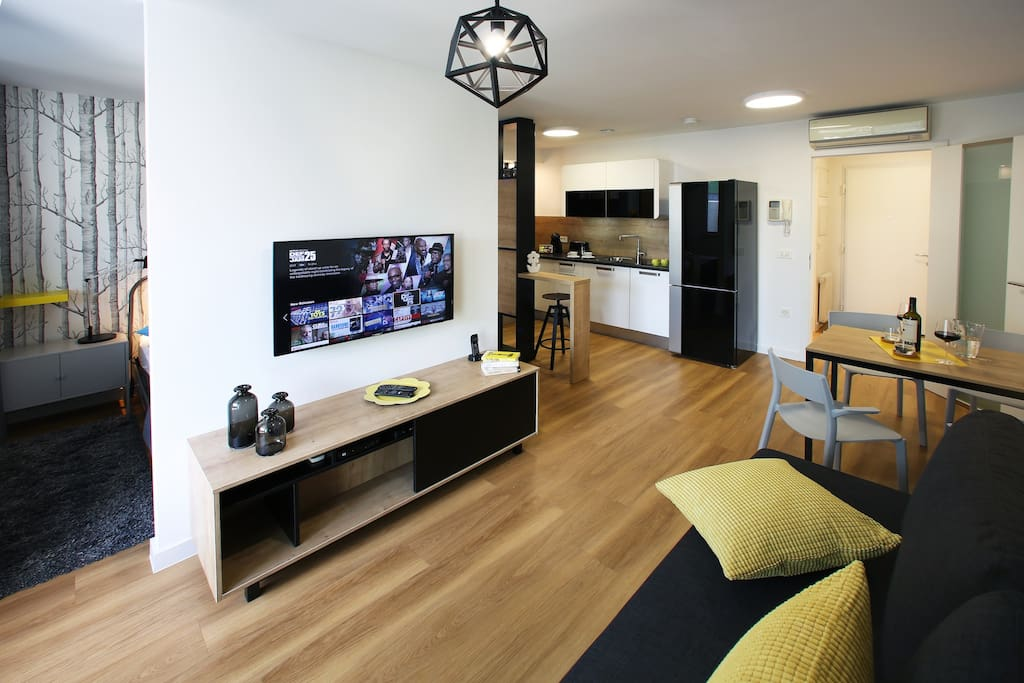 Feel at home in this new, bright and thoughtfully designed space, with everything you need for a relaxing stay after an exhausting site-seeing around the town.