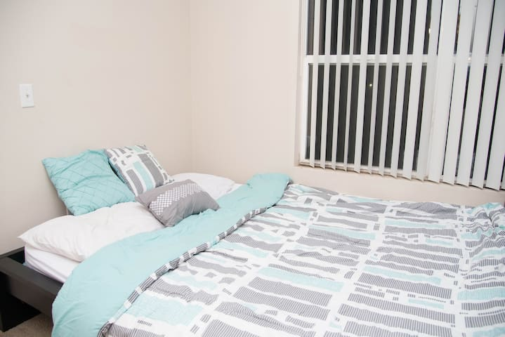 Private room available with bathroom - Sacramento - Lejlighed