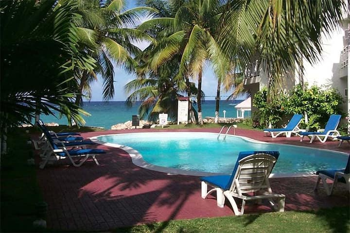 Tams at Chrisanns WiFi/Cable/Private beach/Pool/AC