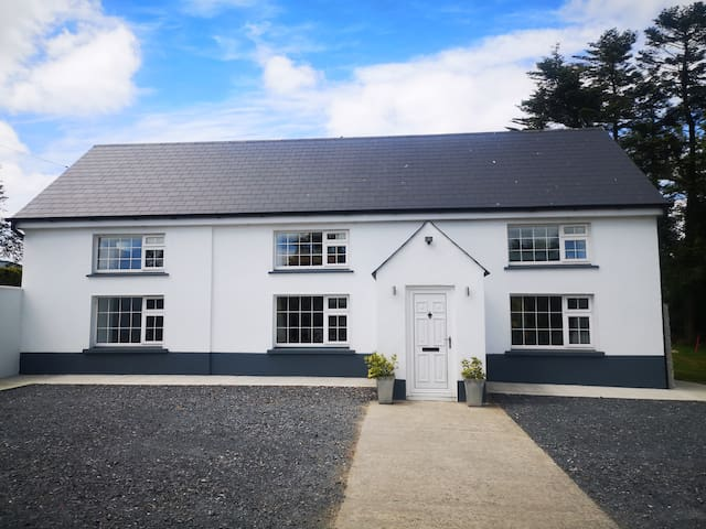 Glenmore House - Newly Renovated 4 Bed House