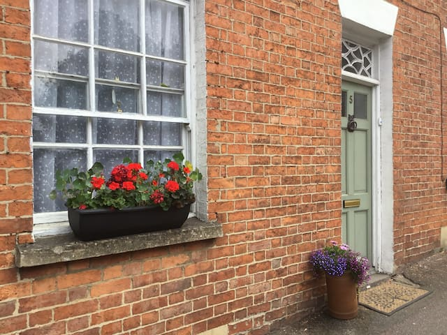 Spacious, private double room in central Banbury