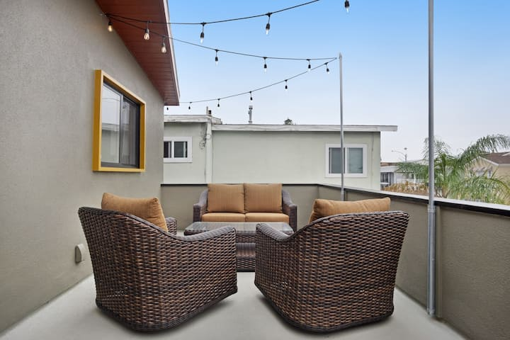 Beautiful SoCal apartment w/ balcony - 100 ft. to beach, walk to attractions!
