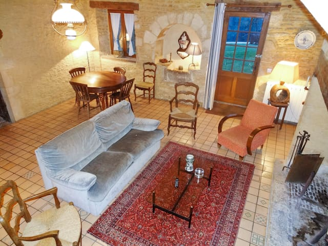 Charming house w/ swimming pool - Saint Amand de Coly - House