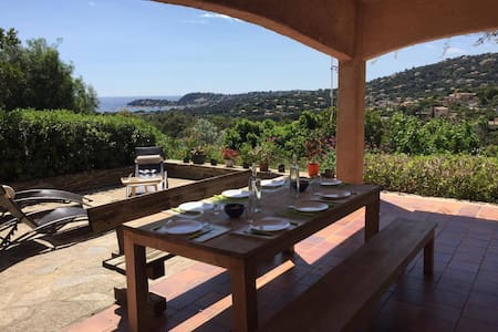 3 rooms in beautiful villa sea view