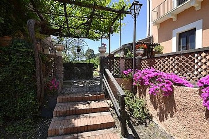Villa Carlina A in Viagrande - Viagrande - Appartement
