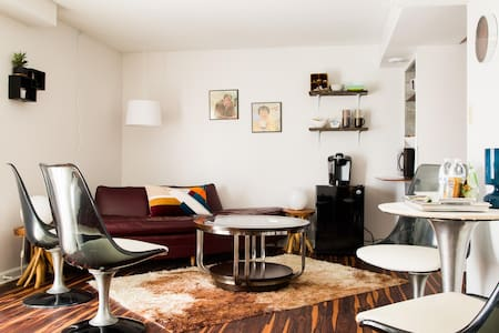 Spacious Mid Century Modern Suite!