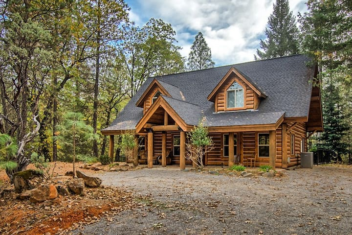 October Elegant Cabin on Shasta Lake With Pool