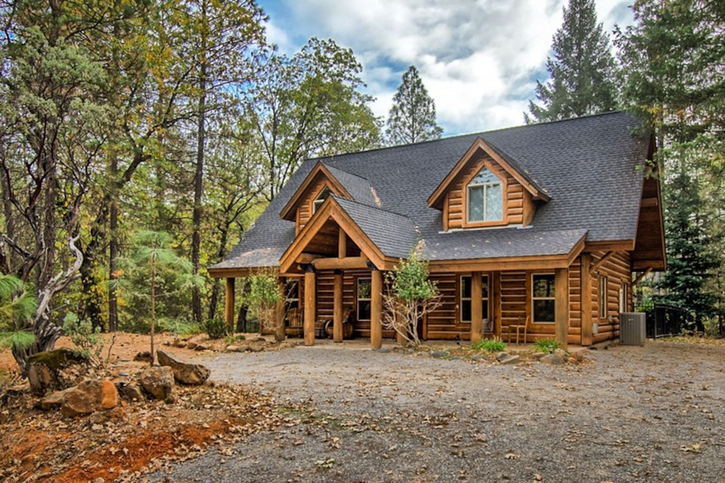 Less than a mile from the shore from beautiful Shasta Lake. Private, quiet, nestled in the woods luxury log cabin.