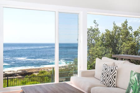 Bannister Head Cottage: Absolute Oceanfront