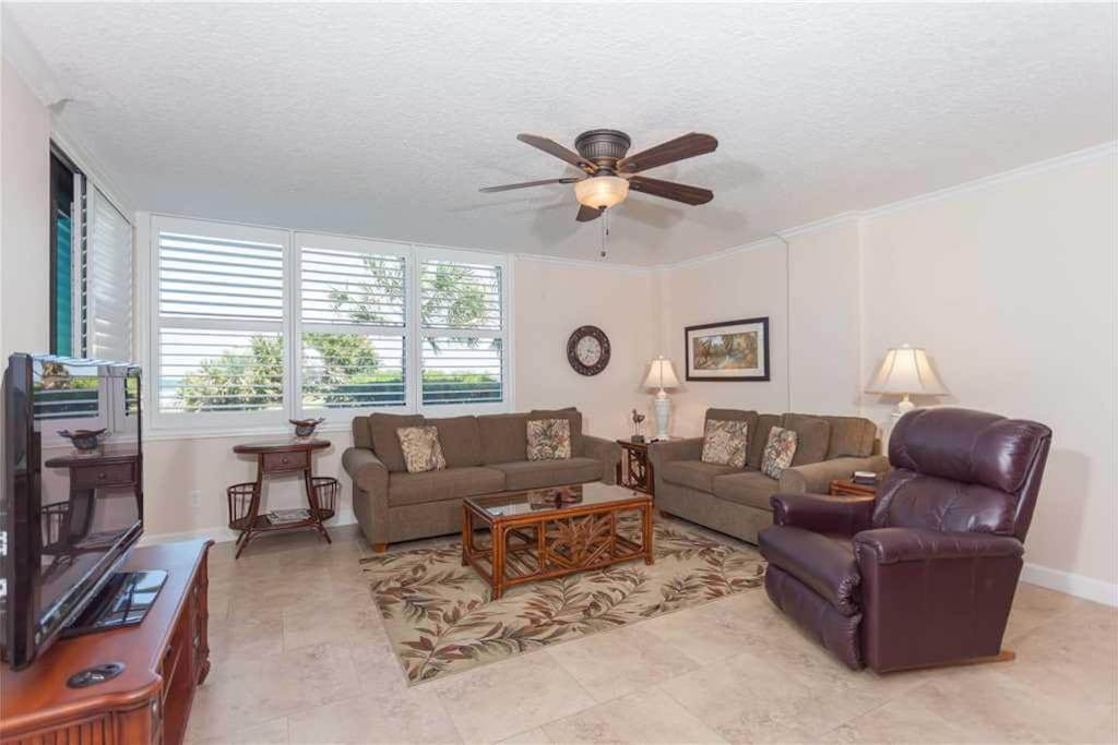 Relaxation - Just yards from the beach, ultra-comfy and spacious, you'll be loving this three bed, two bath ground floor condo.