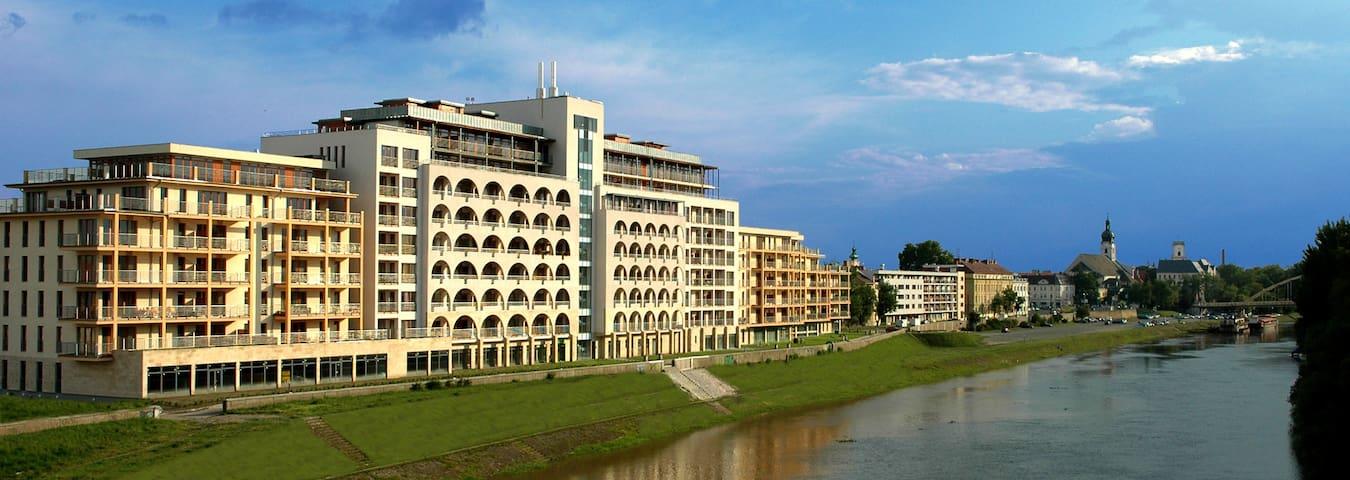 Dunalux Apartman - Győr - Huoneisto