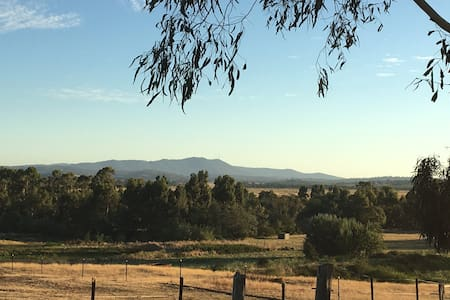 cottage in wine country - Yarra Glen
