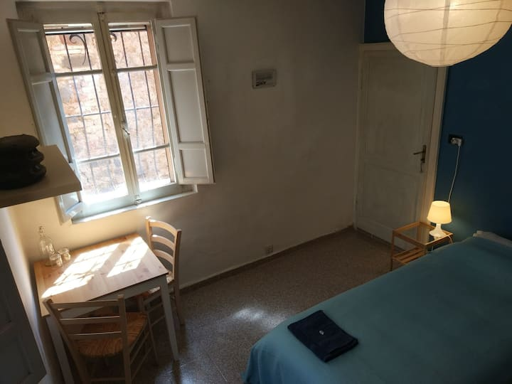 Economy Room (shared bathroom) close to Perugia