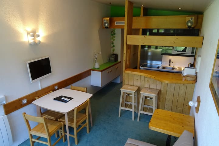 Nice studio for 5 guests ski in ski out and close to the shops in Charvet village in Arc 1800
