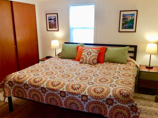 Quiet Carriage House, 2 bdrm, King bed, Large Deck - Missoula - Guesthouse