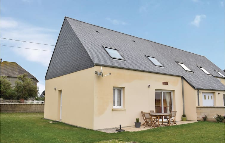 Semi-Detached with 2 bedrooms on 100 m² in Quineville