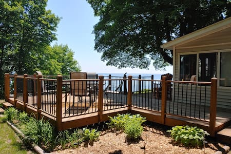 Lazy Lookout Lakefront Sleeps 8!  3 Bedrooms