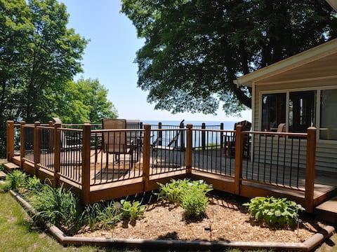 Lazy Lookout Lakefront Sleeps 8!  3 Bedrooms