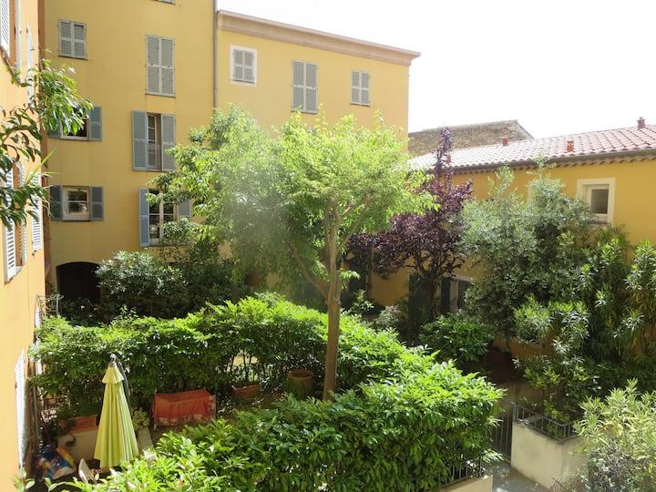 Vieux Nice, 2 pièces, parking,loggia, calme,soleil