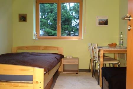 Traumhaft ruhiges Gästezimmer - Thurnau - Rumah