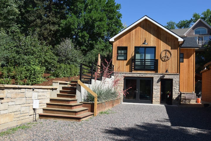 Luxury Guest House in Central Boulder