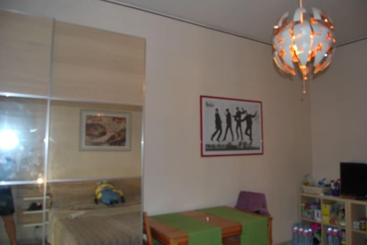 Beatles-Betulla Room Near Metrò Bright and Balcony