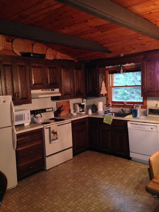 Fully applianced kitchen. Dishwasher and disposal.