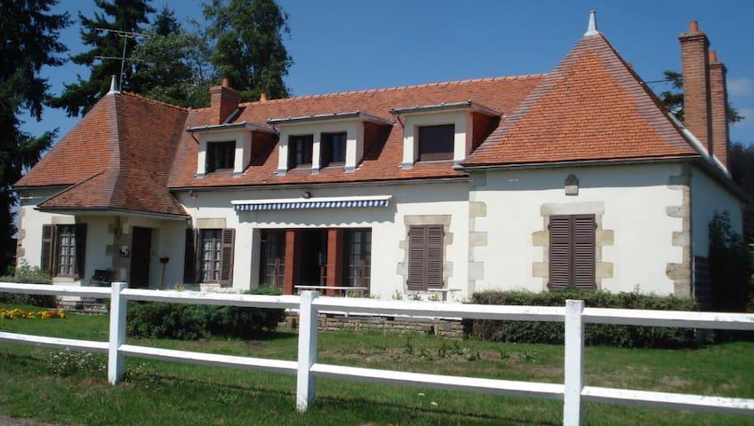 Grande maison de campagne au calme