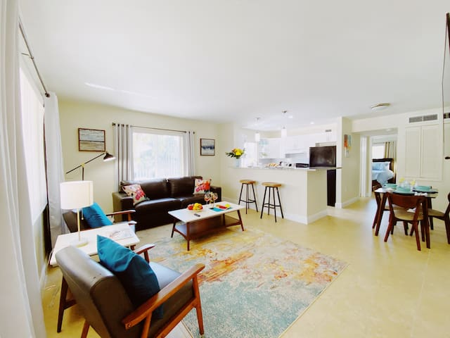 Beautiful and Stylish 1 BD Apt, centrally located
