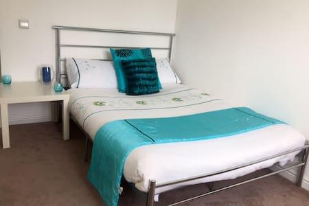 Bright Modern Double Bedroom in Edinburgh - Edimburgo