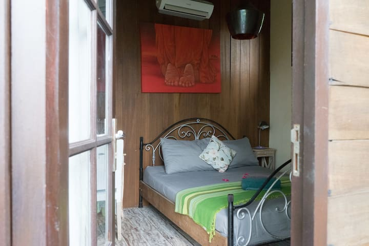 Super chilled Hut , ac and balcony , ocean front view...Bathroom by the side , private , Hot water . more pics will come...
