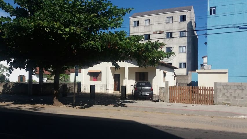 Casa em Piúma - 3 Quartos - 10 hospedes (c/ Wi-fi)