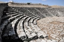 Discovering Val di Noto: the greek theatre of Palazzolo Acreide, about 45' from Modica