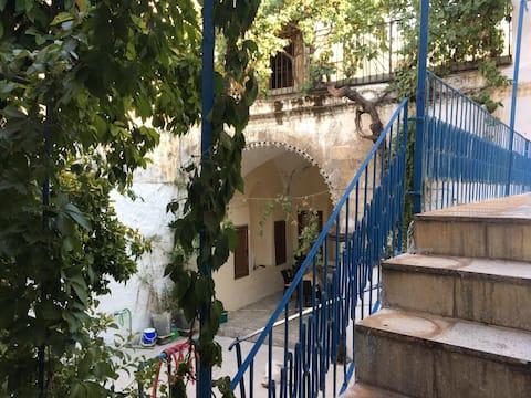 السكن في منزل أرميني من الحجر القديم