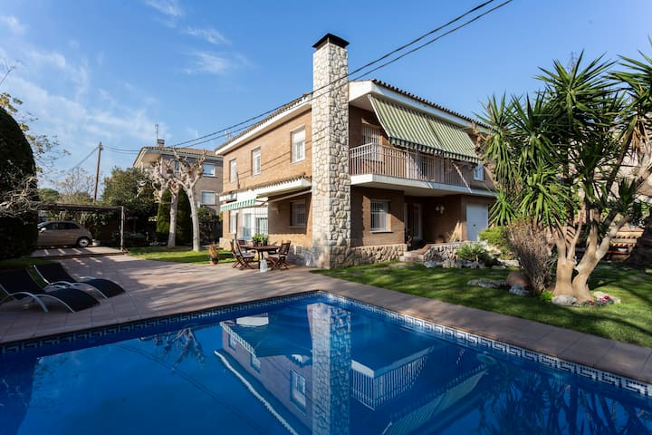 Nice Villa with swimming pool  for up to 8 guests