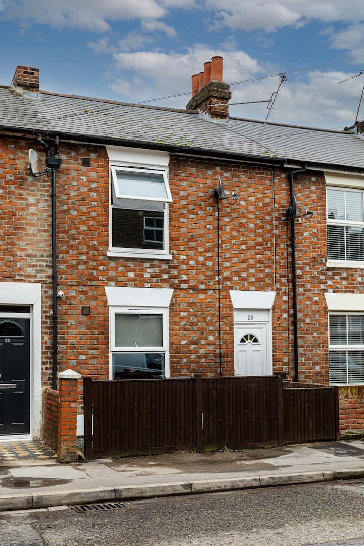 ❀Safe and clean luxury house in a prime location in Reading that sleeps 10❀