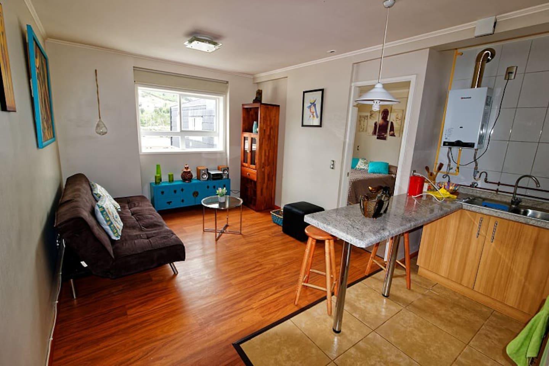 Departamento amoblado de 36 m2, 1 dormitorio con cama matrimonial y sofá cama en living. Cocina americana equipada