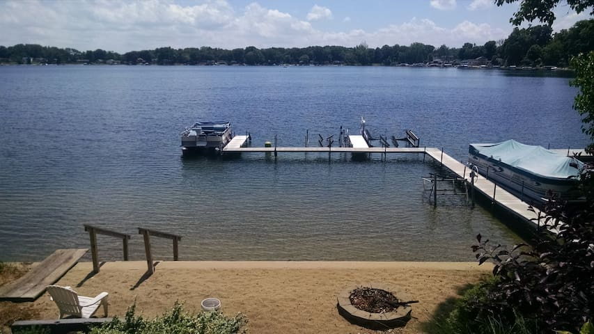Summer Fun on Little Crooked Lake - Dowagiac - Cabin