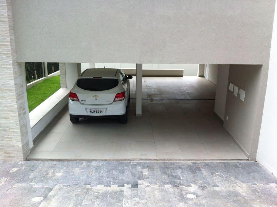Garagem = 2 vagas por apto